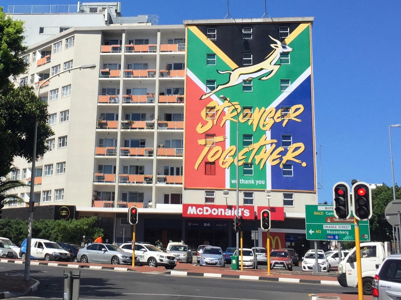 Cape Town: Hauswand als Werbefläche voll ausgenützt